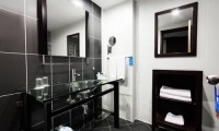 Badkamer van de luxe kamer in World hotel